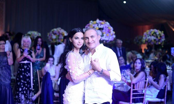 Самые шикарные свадьбы знаменитостей, сыгранные во второй половине лета - Фото №14