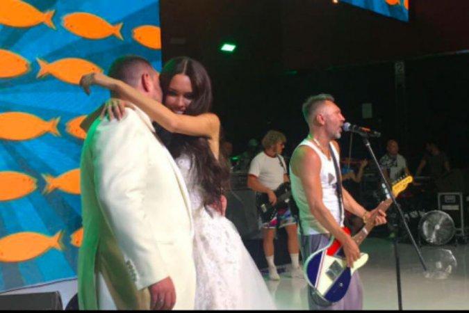 Самые шикарные свадьбы знаменитостей, сыгранные во второй половине лета - Фото №11