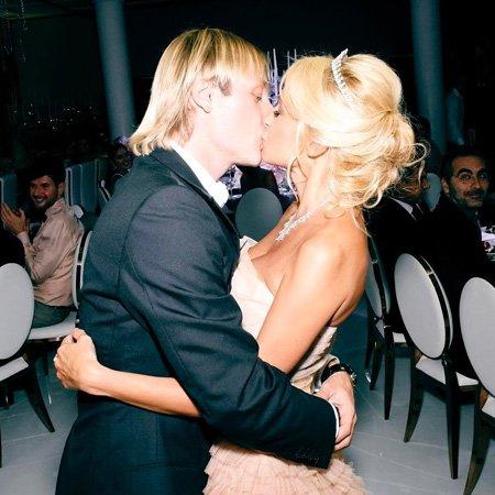 Наряды невесты и звездные гости на венчании Рудковской и Плющенко - Фото №4