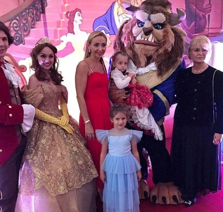 Татьяна Навка устроила для дочери сказочный праздник