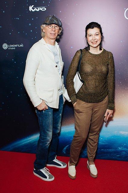 Елена Лядова поддержала Владимира Вдовиченкова на премьере «Салют-7» - Фото №1