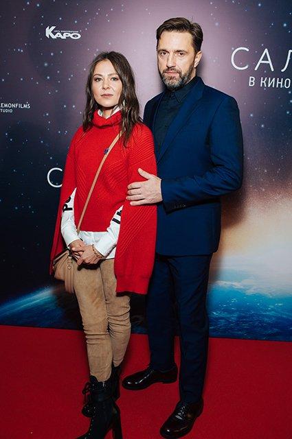 Елена Лядова поддержала Владимира Вдовиченкова на премьере «Салют-7» - Фото №4