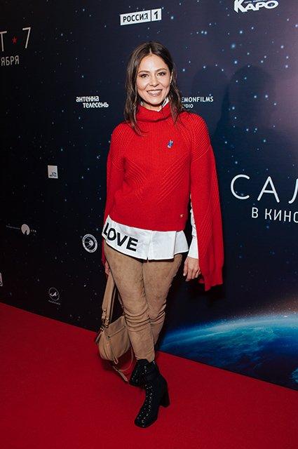 Елена Лядова поддержала Владимира Вдовиченкова на премьере «Салют-7» - Фото №5