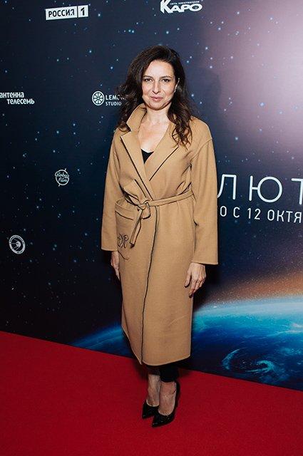 Елена Лядова поддержала Владимира Вдовиченкова на премьере «Салют-7» - Фото №6