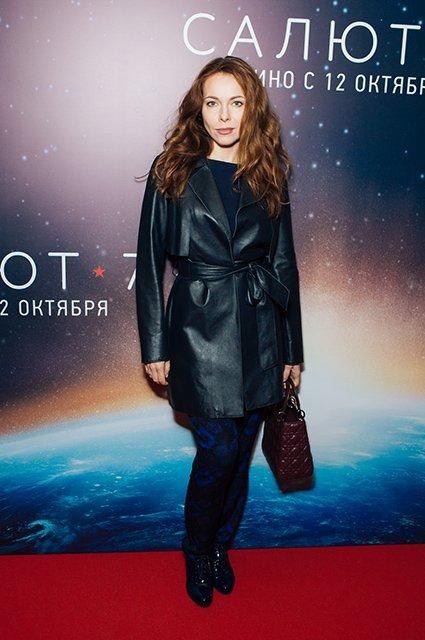 Елена Лядова поддержала Владимира Вдовиченкова на премьере «Салют-7» - Фото №9