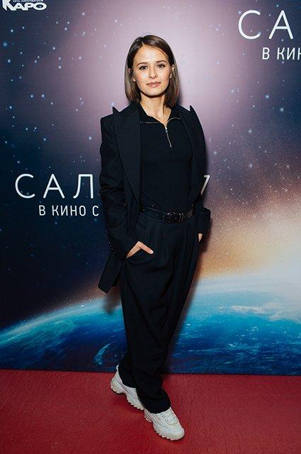 Елена Лядова поддержала Владимира Вдовиченкова на премьере «Салют-7» - Фото №14