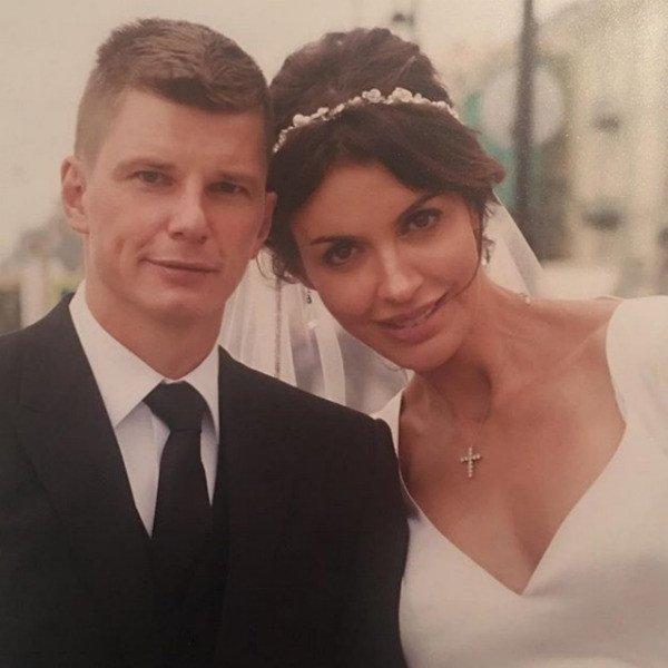Супруга Аршавина пояснила противоречивость информации о разводе в ее Инстаграм