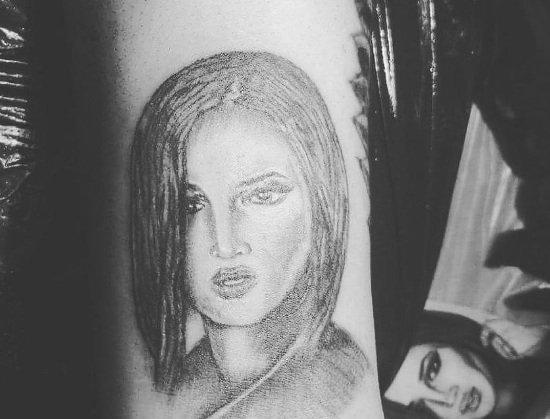 Поклонник Бузовой сделал тату с ее портретом