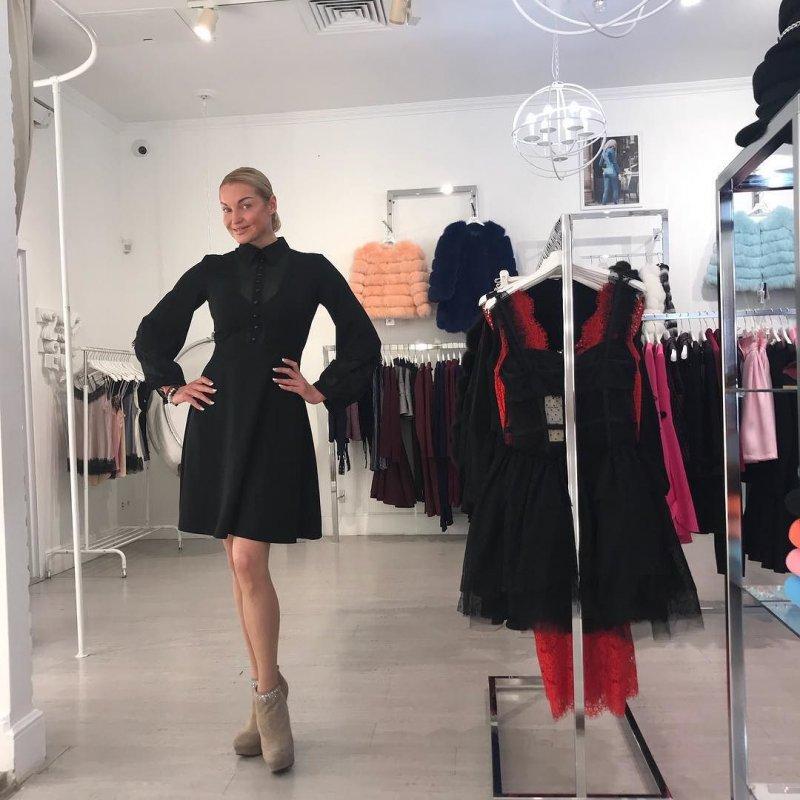 Анастасия Волочкова обратилась к хакерам, укравшим ее интимные снимки