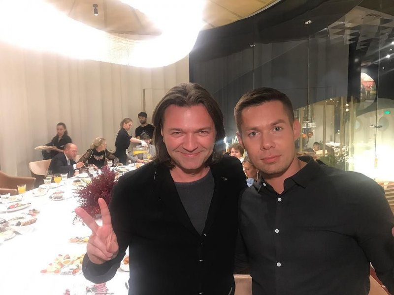 Дмитрий Маликов неплохо отдохнул в Зарядье