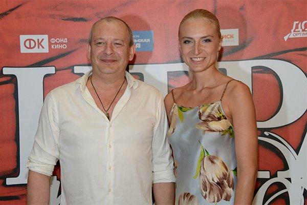 Поклонники набросились на вдову Дмитрия Марьянова