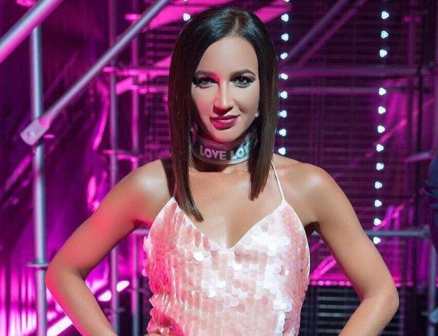 Ольга Бузова попыталась доказать, что поёт вживую