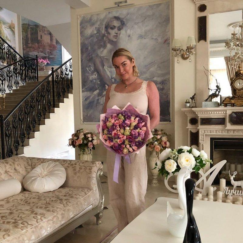 Анастасия Волочкова опровергла слухи о том, что предоставляет эскорт-услуги