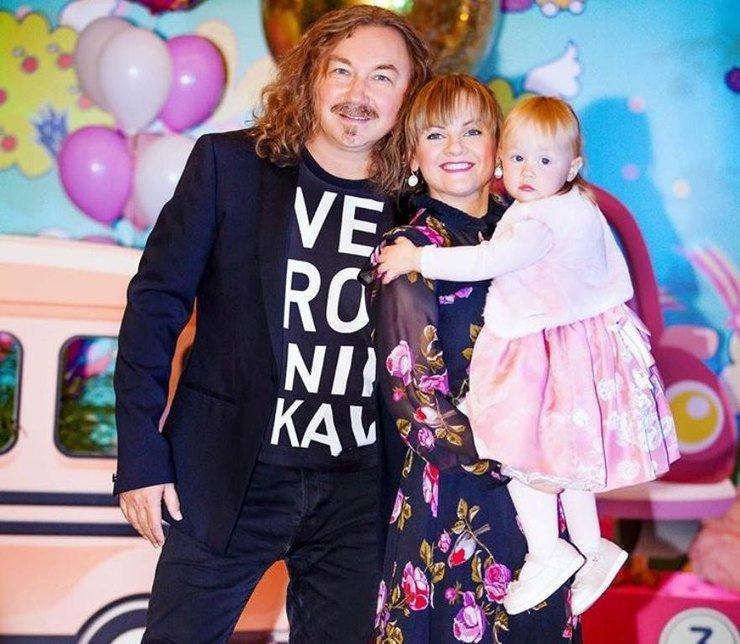 Юлия Проскурякова посвятила супругу романтическую песню