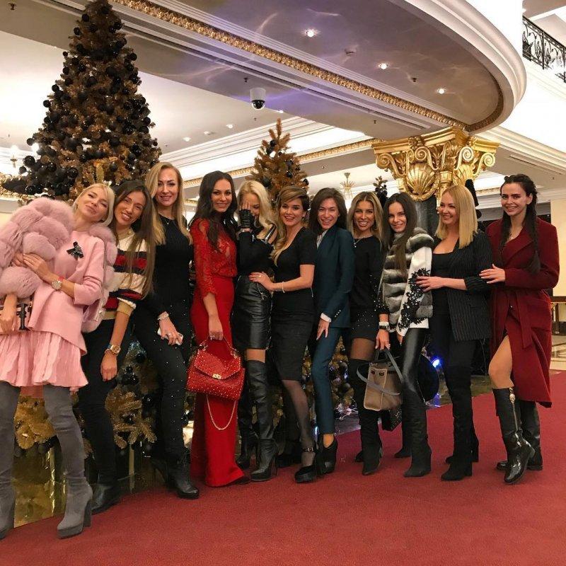 Варвина, Пынзарь и Романец повеселились на открытии салона Ксении Бородиной