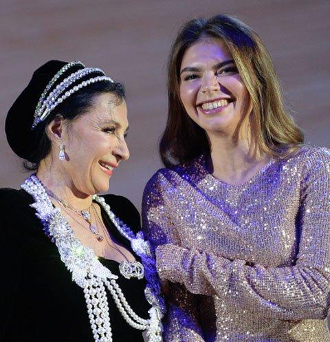 Алина Кабаева поздравила Ирину Винер с открытием гимнастического комплекса