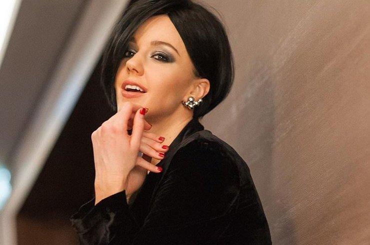 Юлиана Караулова превратилась в серийного убийцу в новом клипе