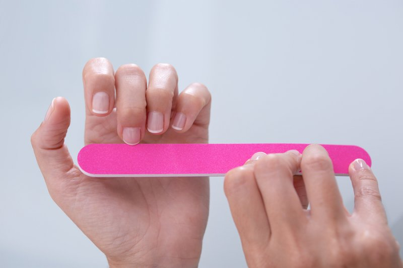 Почему слоятся ногти и как с этим справится