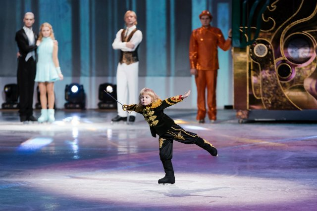 Филипп Киркоров и другие на премьере ледового шоу Евгения Плющенко