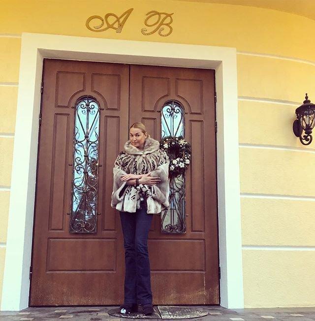 Анастасия Волочкова требует с бывшего любовника 10 миллионов долларов
