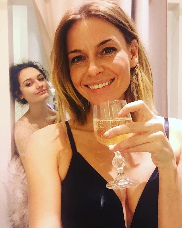 Любовь Толкалина показала, как она сделает элегантный Echappe в Новый год