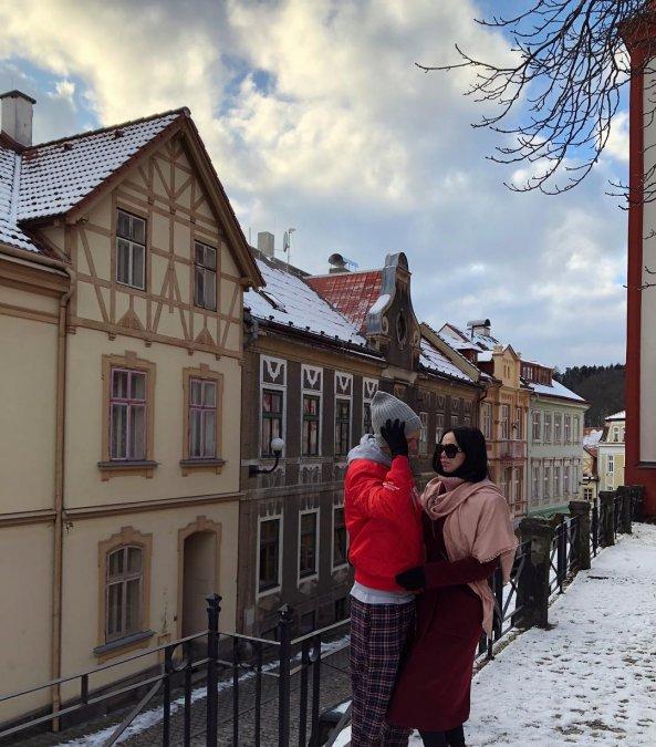 Антон Гусев и Виктория Романец проводят романтические каникулы в Праге - Фото №5