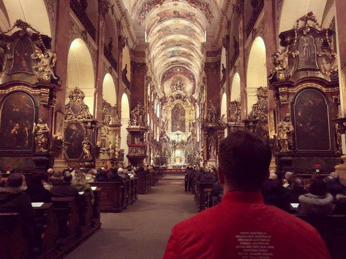 Антон Гусев и Виктория Романец проводят романтические каникулы в Праге - Фото №6