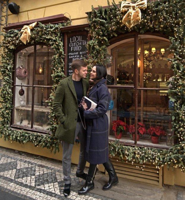 Антон Гусев и Виктория Романец проводят романтические каникулы в Праге - Фото №9