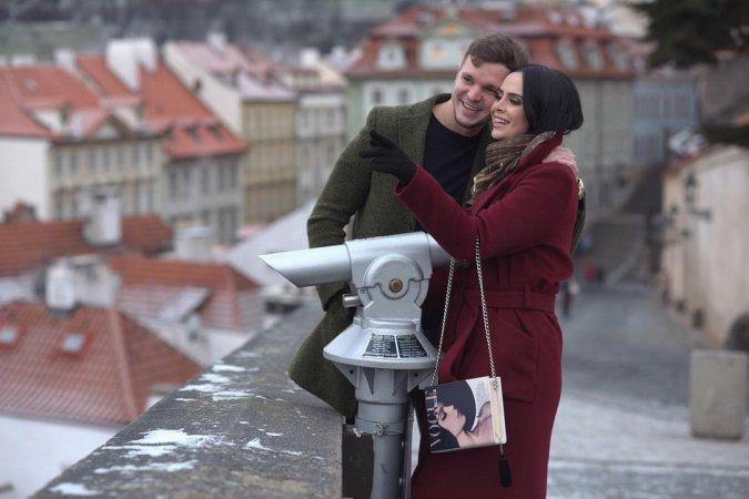Антон Гусев и Виктория Романец проводят романтические каникулы в Праге - Фото №7
