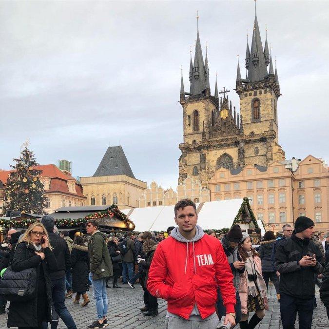 Антон Гусев и Виктория Романец проводят романтические каникулы в Праге - Фото №4