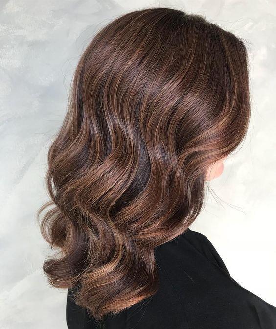 Хит 2018 года - окрашивание волос в имбирно-пряничный латте