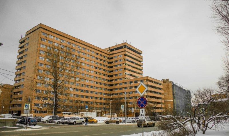 Пожарные спасли шесть человек из горящего общежития ВС РФ в Москве