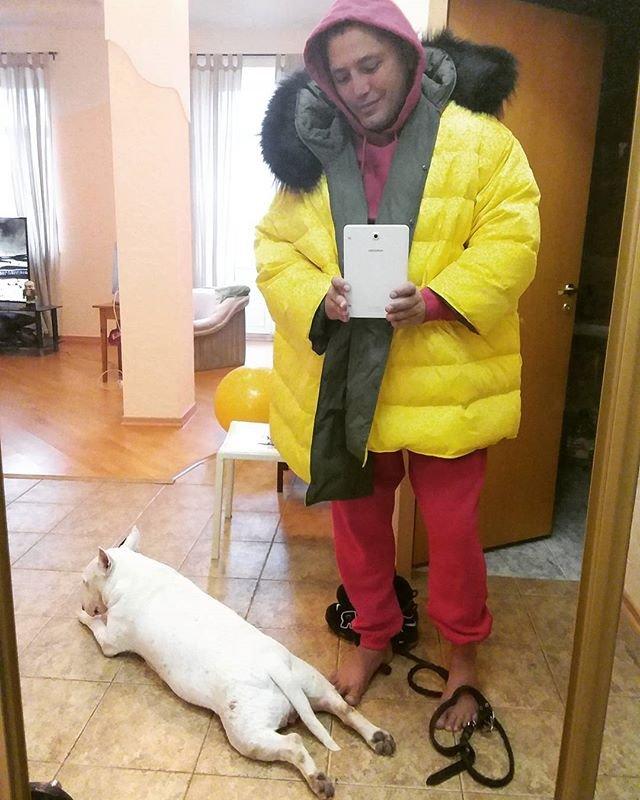Рустам Солнцев похвастался съемной квартирой в центре Москвы