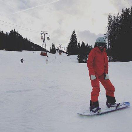 Селебрити, предпочитающие активный отдых на зимних каникулах - Фото №8