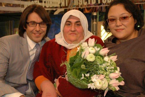 Предполагаемые биологические матери «русского турка» Умута встретились в «Прямом эфире»