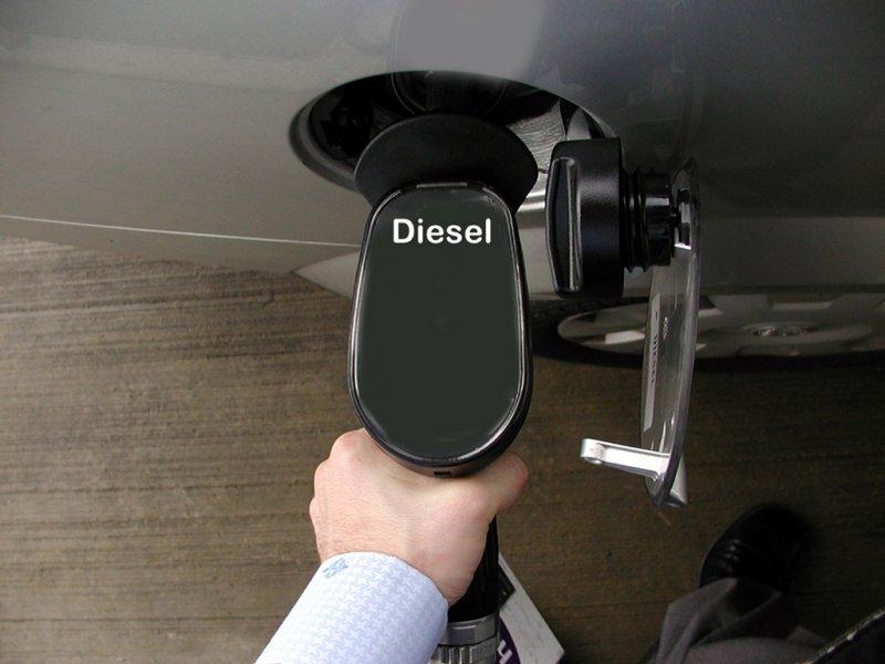 За некачественное топливо заправка выплатит владельцу авто 800 тыс. рублей