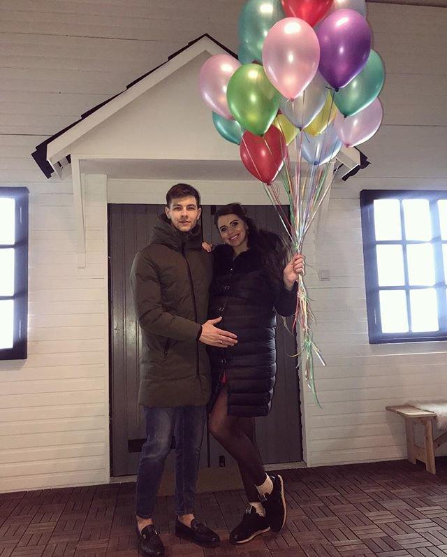 Рапунцель и Дмитренко, увидев Кохно, поспешили удалиться