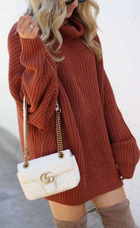 Как правильно носить свитерные платья этой весной
