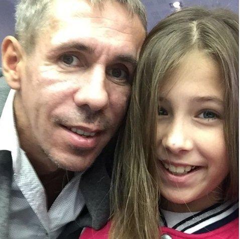 Алексей Панин показал, как он с дочерью покупает алкоголь