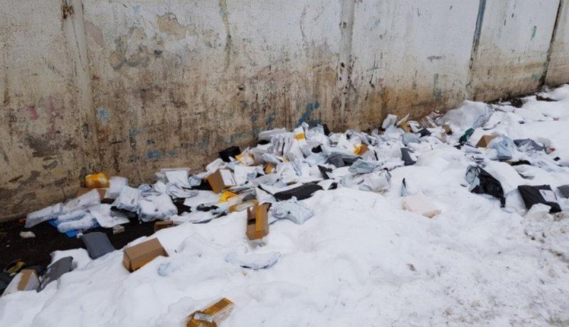 В Москве обнаружена свалка вскрытых посылок со смартфонами