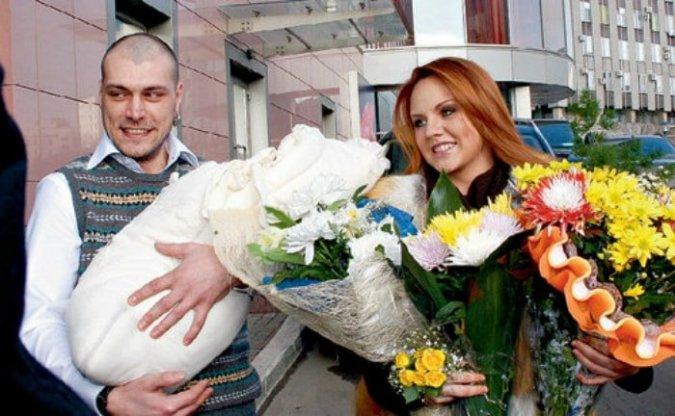 Максим застукали в постели с экс-супругом - Фото №9