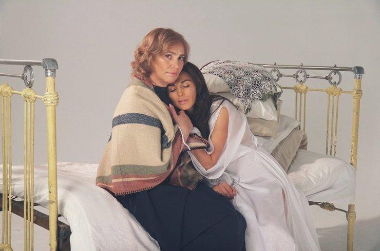 Сати Казанова сняла в трогательном клипе маму и супруга