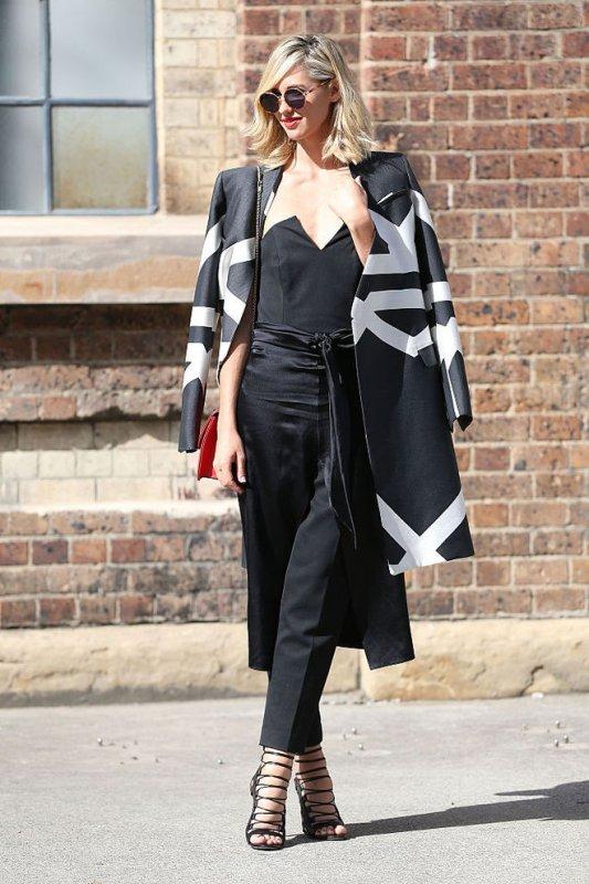 С чем модно носить черные брюки этой весной