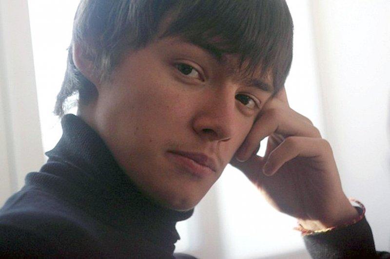 Спасший десятки детей из горящего в Кемерово торгового центра фотограф запретил журналистам называть его имя