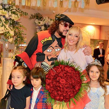 Звезды отметили день рождения дочери Кристины Орбакайте - Фото №3