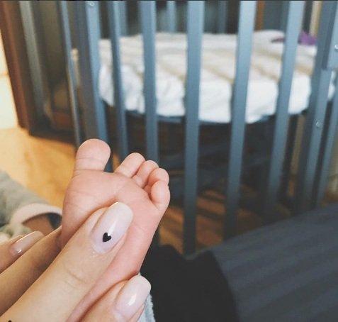 Варя Третьякова показала новорожденную малышку