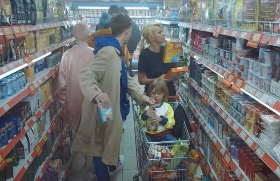 Бузова на кассе и бездомный Лепс: мегазвёздный клип Филиппа Киркорова