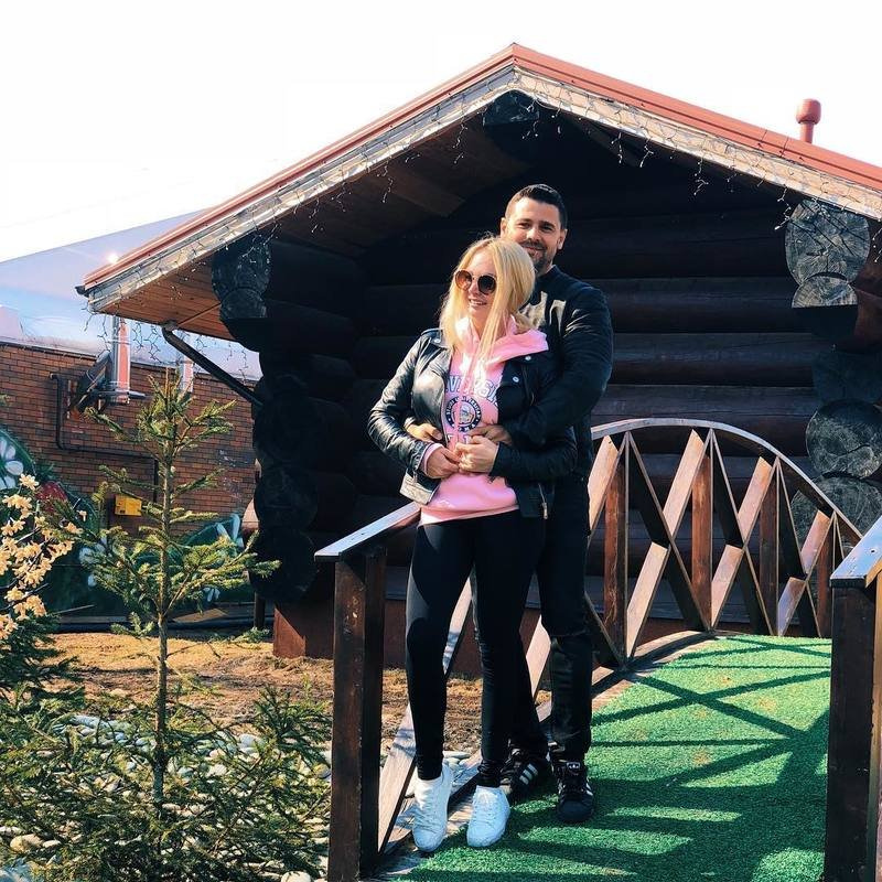 Сергей Пынзарь трогательно поздравил супругу с годовщиной