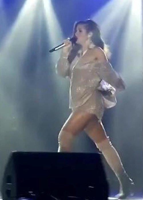 Певице Нюше всё сложнее скрывать беременность