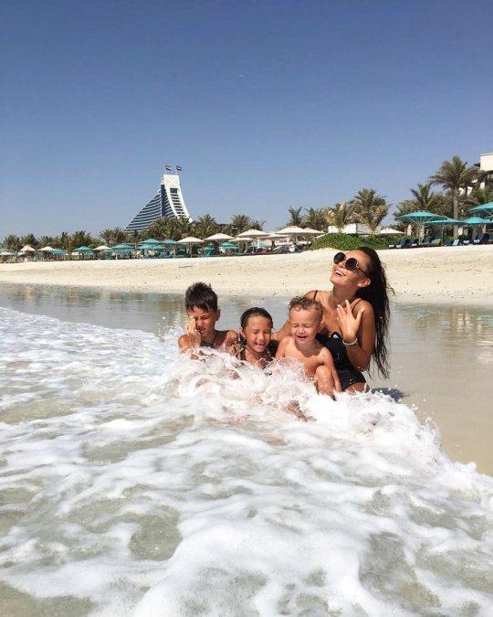 Дочь Ксении Бородиной вышла на подиум в Дубае - Фото №6